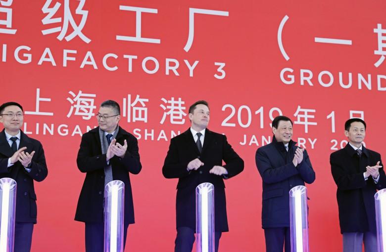 What makes Elon Musk dance like nobody's watching in China
