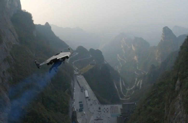 Jetmen push boundaries in the skies above China