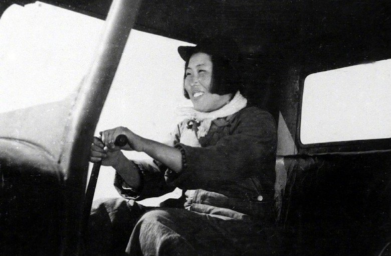 China commemorates national hero: its first female tractor driver
