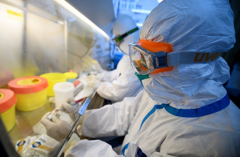Scientists rebuff coronavirus conspiracy theories