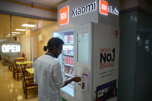 A customer uses Xiaomi Corp's Mi Express Kiosk, a vending machine for the company's consumer electronics products, in Bangalore, India, on May 17, 2019. Photo: Xinhua