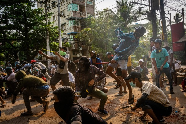 Anti-coup protesters pelt stones at security forces in Yangon. Photo: Getty Images/TNS