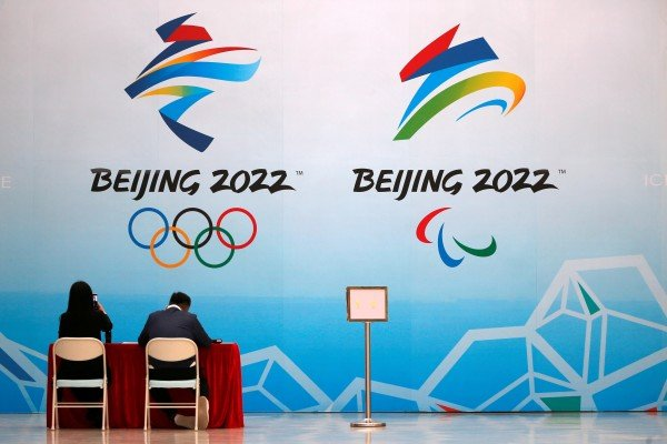 Staff members of the 2022 Olympic Winter Games at the National Aquatics Center, now known as the Ice Cube, in Beijing on Thursday. A new survey suggests that more than half of Canadians favor boycotting the games. Photo: Reuters
