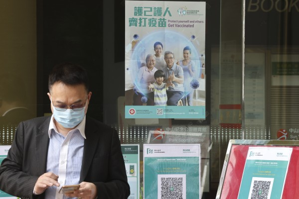 Experts warn Hongkongers' reluctance to get vaccinated could delay the easing of social-distancing restrictions. Photo: K. Y. Cheng