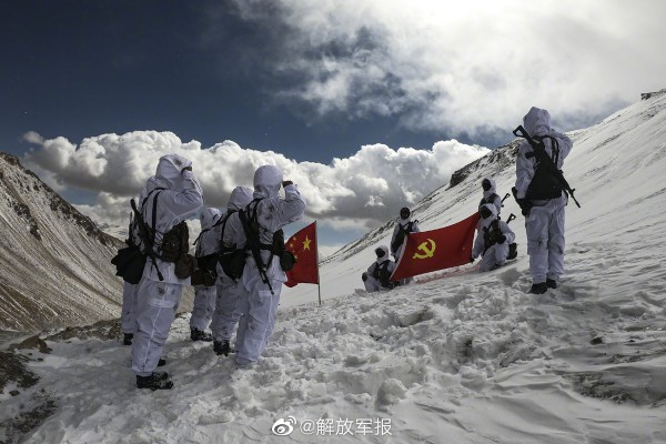 A Chinese army division is trying to educate its soldiers to the risks of altitude sickness. Photo: Weibo