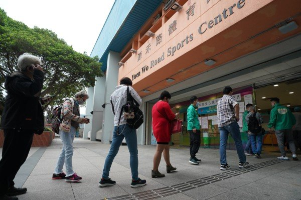 People queue up for Covid-19 vaccines at the Sha Tin community vaccination centre in Sha Tin Yuen Wo Road Sports Centre on March 27. Photo: Felix Wong