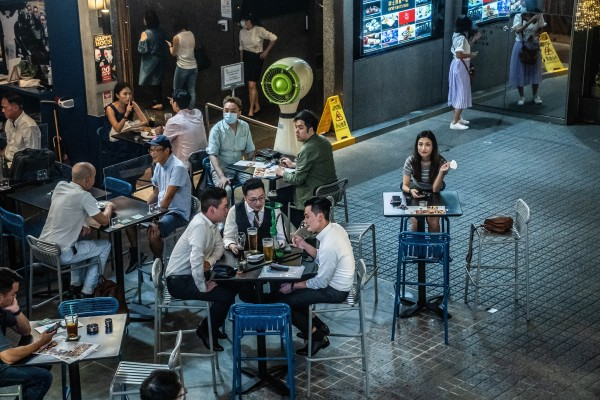 """A Tsim Sha Tsui restaurant in Hong Kong, last September 11. A """"vaccine bubble"""" would limit Hongkongers' basic freedom to move about and participate in daily life. Photo: Bloomberg"""