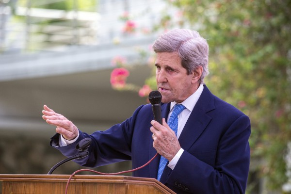 US climate envoy John Kerry speaks at a news conference  in Dhaka, Bangladesh on April 9. Photo: EPA-EFE