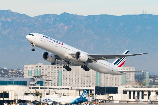 An Air France jet takes off from Los Angeles international Airport. Photo: Getty Images