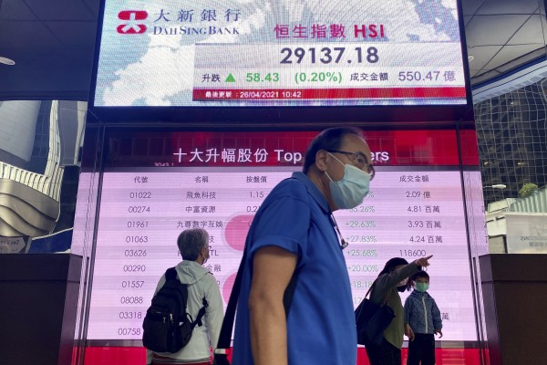 A bank's electronic board showing Hang Seng Index prices. Photo: AP