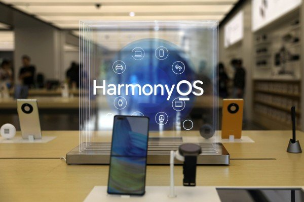 A Huawei Mate 40 smartphone installed with Huawei's operating system HarmonyOS is displayed at a Huawei store in Beijing, June 3, 2021. Photo: Reuters
