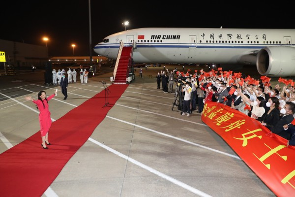 Meng Wanzhou arrives at the Shenzhen Bao'an International Airport to a hero's welcome on September 25. Her case has struck a chord with many people. Photo: Xinhua