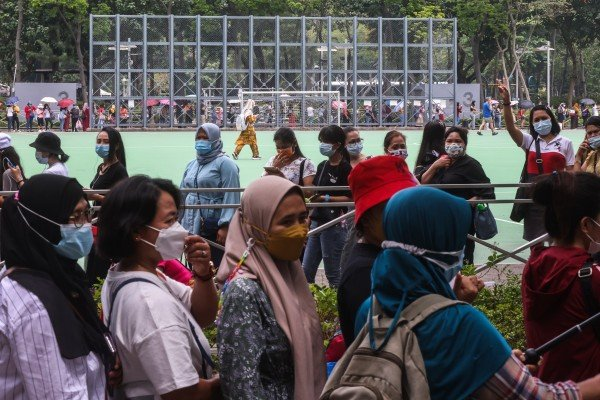 Hong Kong foreign domestic workers stood in long queues over the weekend after a mandatory Covid-19 testing order was put in place for the community. Photo: K. Y. Cheng