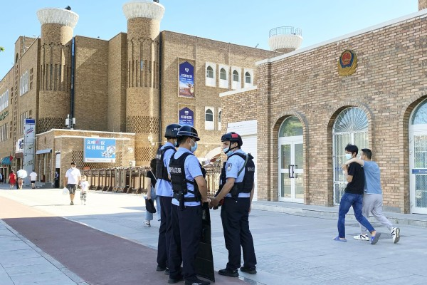 Police officers are deployed near the International Grand Bazaar in Urumqi in China's Xinjiang Uygur autonomous region on July 1. Photo: Kyodo