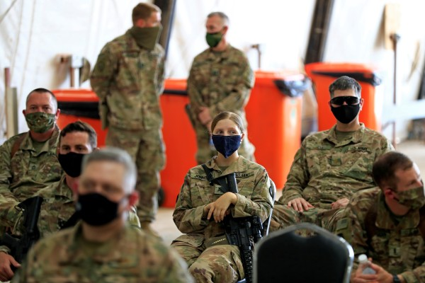 US soldiers wearing protective masks during a handover ceremony of Taji military base from US-led coalition troops to Iraqi security forces in Baghdad, Iraq in August 2020. Photo: Reuters