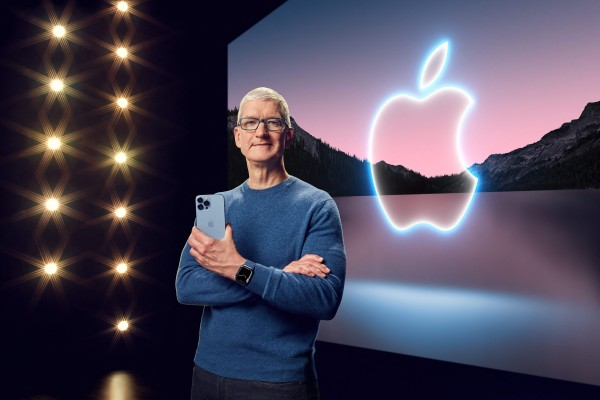 Apple CEO Tim Cook with the iPhone 13 Pro Max and Apple Watch Series 7 during a special event at Apple Park, 2021. Photo: AFP