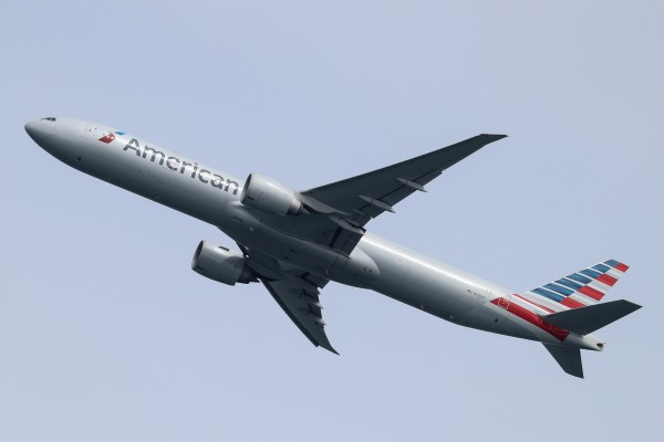 An American Airlines plane takes off from Australia's Sydney Airport in October 2020. Photo: Reuters