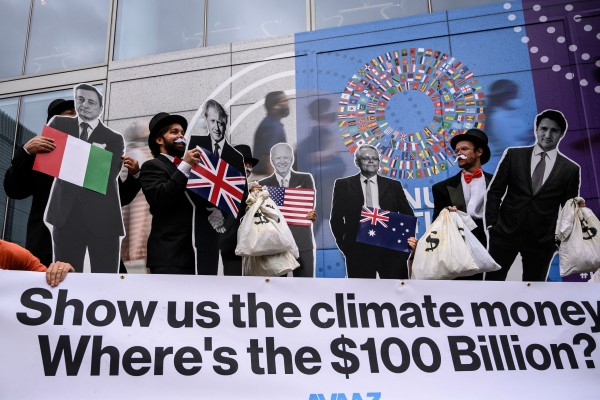 Activists demonstrate in front of the IMF headquarters in Washington on October 13, as they urged rich nations to keep their commitment to help tackle climate change. Photo: AFP