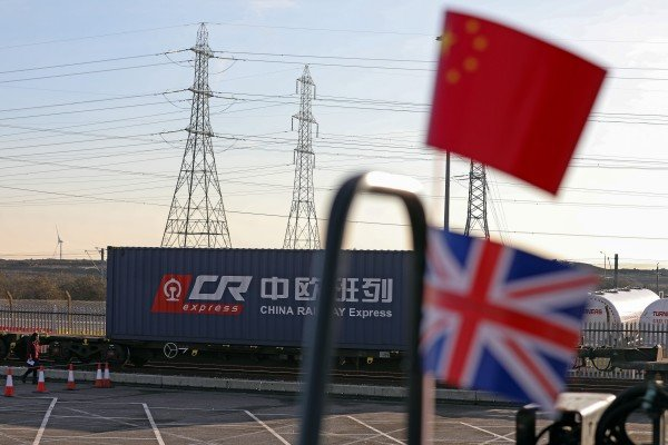 UK imports from China amounted to £67.6 billion (US$93 billion) in the year until June, according to UK statistics, a rise of nearly 40 per cent from the previous year. That makes China the UK's third largest trading partner. Photo: Bloomberg