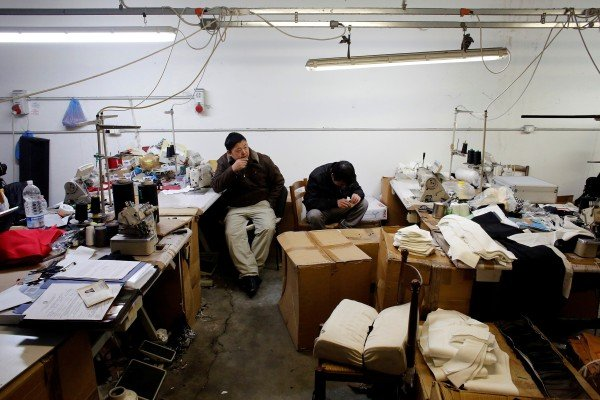 Chinese immigrant workers at a textile factory in Prato, Italy in 2013. The government's Green Pass is preventing many Chinese from going to work. File photo: Reuters