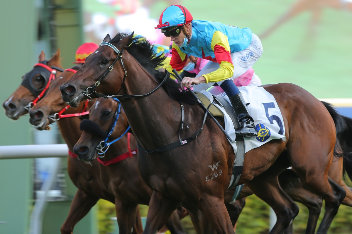 Chad Schofield guides Fantastic Treasure to victory at Sha Tin on Sunday. Photos: Kenneth Chan