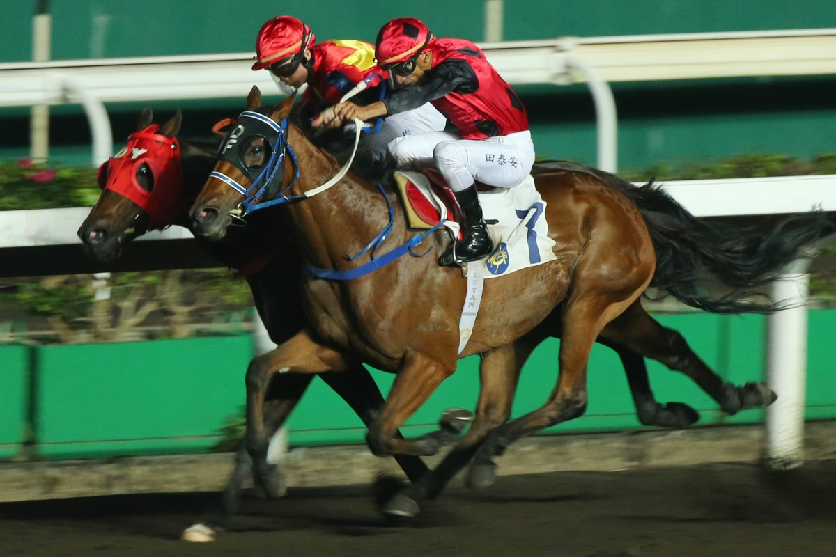 Karis Teetan drives General Dino to the front at Sha Tin on Wednesday night. Photos: Kenneth Chan