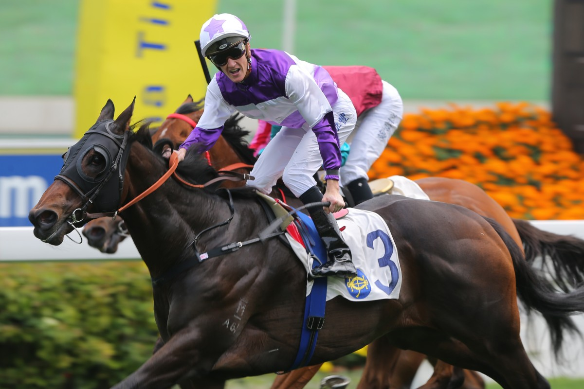Rattan swoops over the top of Mr Stunning and Beat The Clock to win the Group Two Sprint Cup. Photos: Kenneth Chan