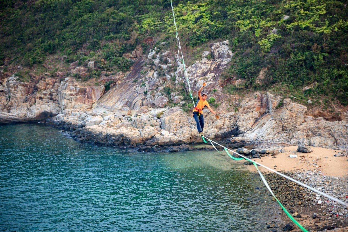 Ricardo Iriarte on a highline at Ap Lei Pai. Photo: Karen Chan