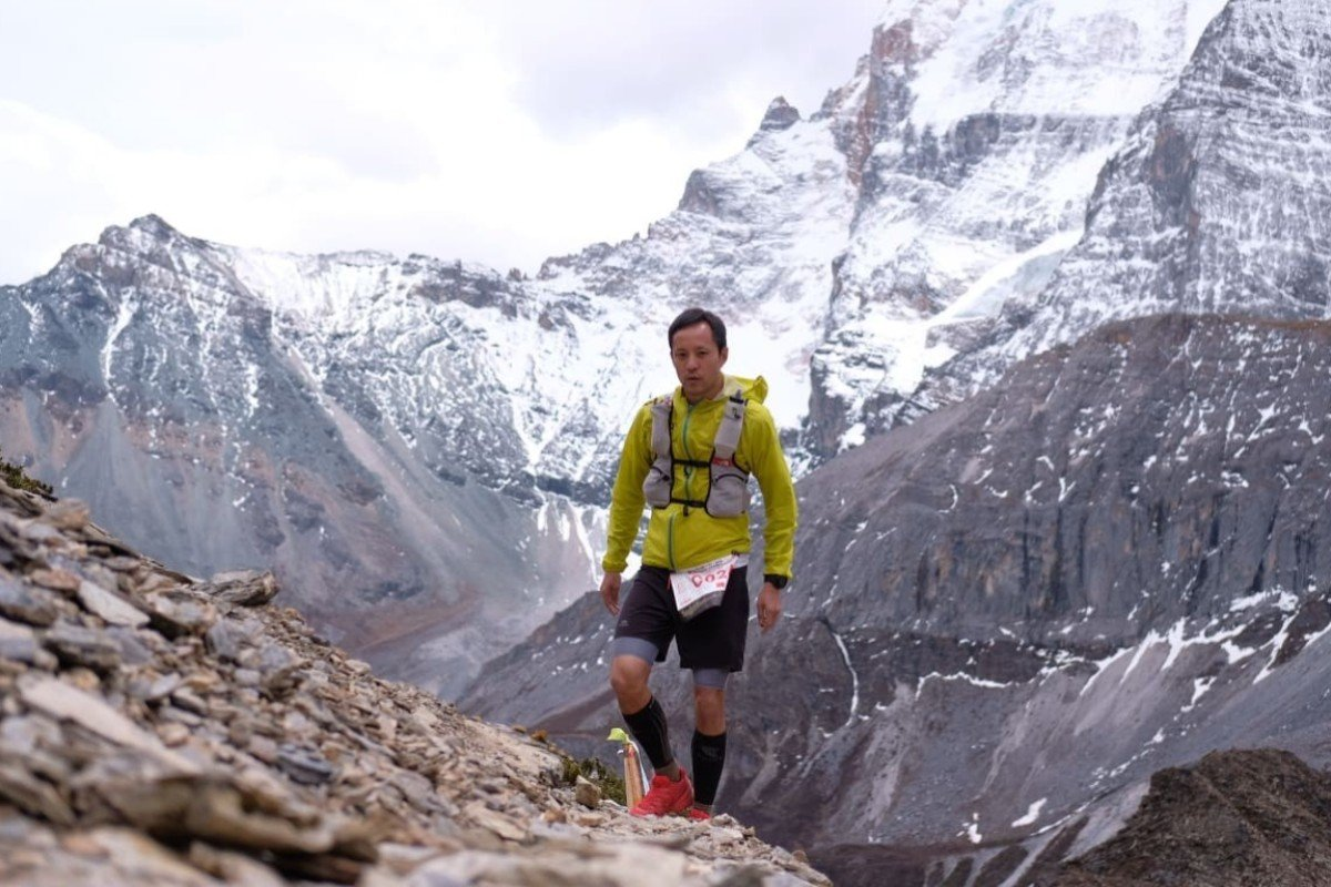 Leo Hui makes his way over the final pass at 4,700m, where his muscles barely work. Photos: Ethan Ko Man-ho