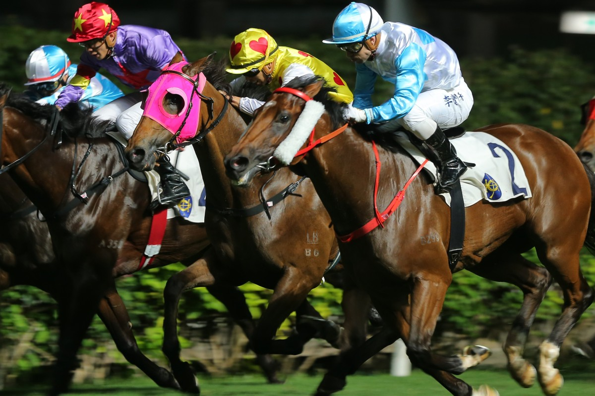 Ruletheroost (outside) goes on to win at Happy Valley last start. Photos: Kenneth Chan