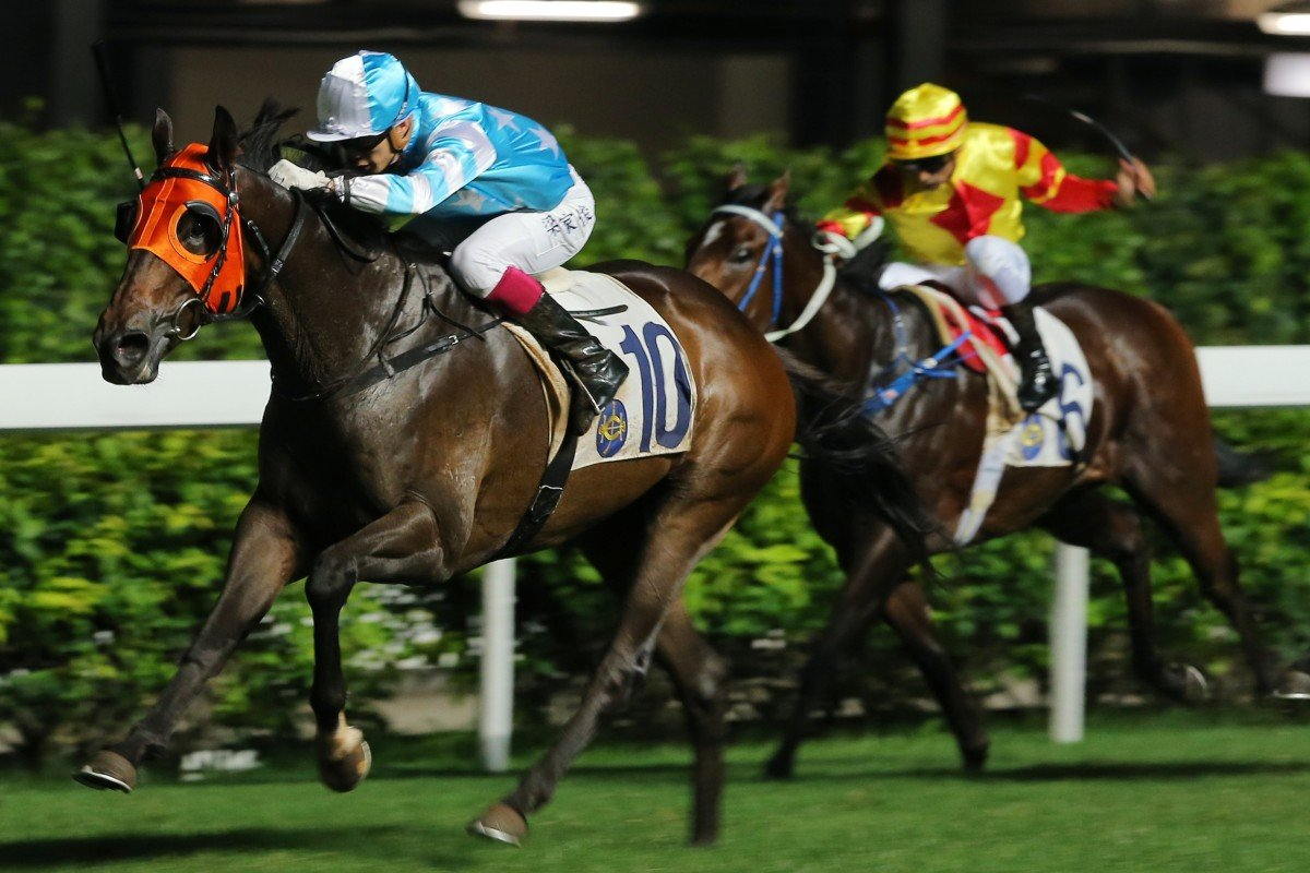 Derek Leung guides Enjoy Life to victory at Happy Valley on Wednesday night. Photo: Kenneth Chan