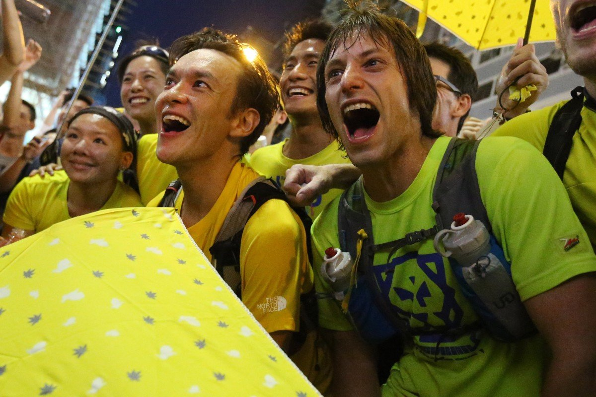 John Ellis (left) and Andrew Dawson arrive at Mong Kok as they run an ultramarathon to support pro-democracy protests in 2014. They have echoed that run for solidarity for the recent protests. Photo: K.Y. Cheng