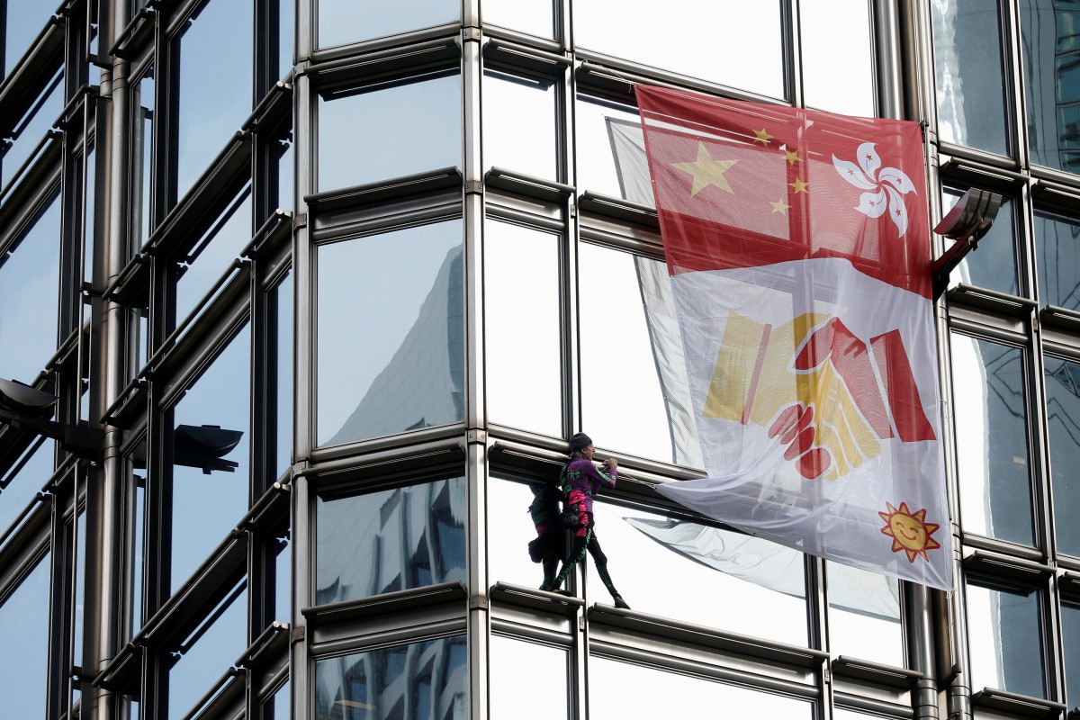French urban climber Alain Robert climbs the Cheung Kong Center in Hong Kong. Photo: Reuters