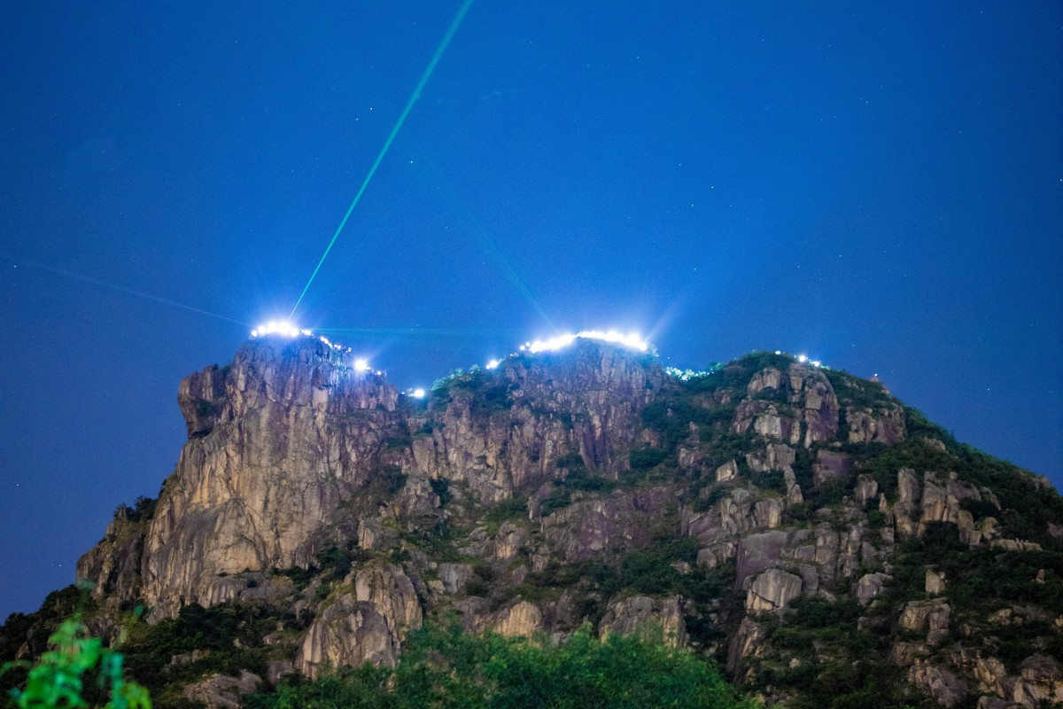 Trail runners and nature lovers line Lion Rock in support of the Hong Kong Way. Photo: TeaBag Photography