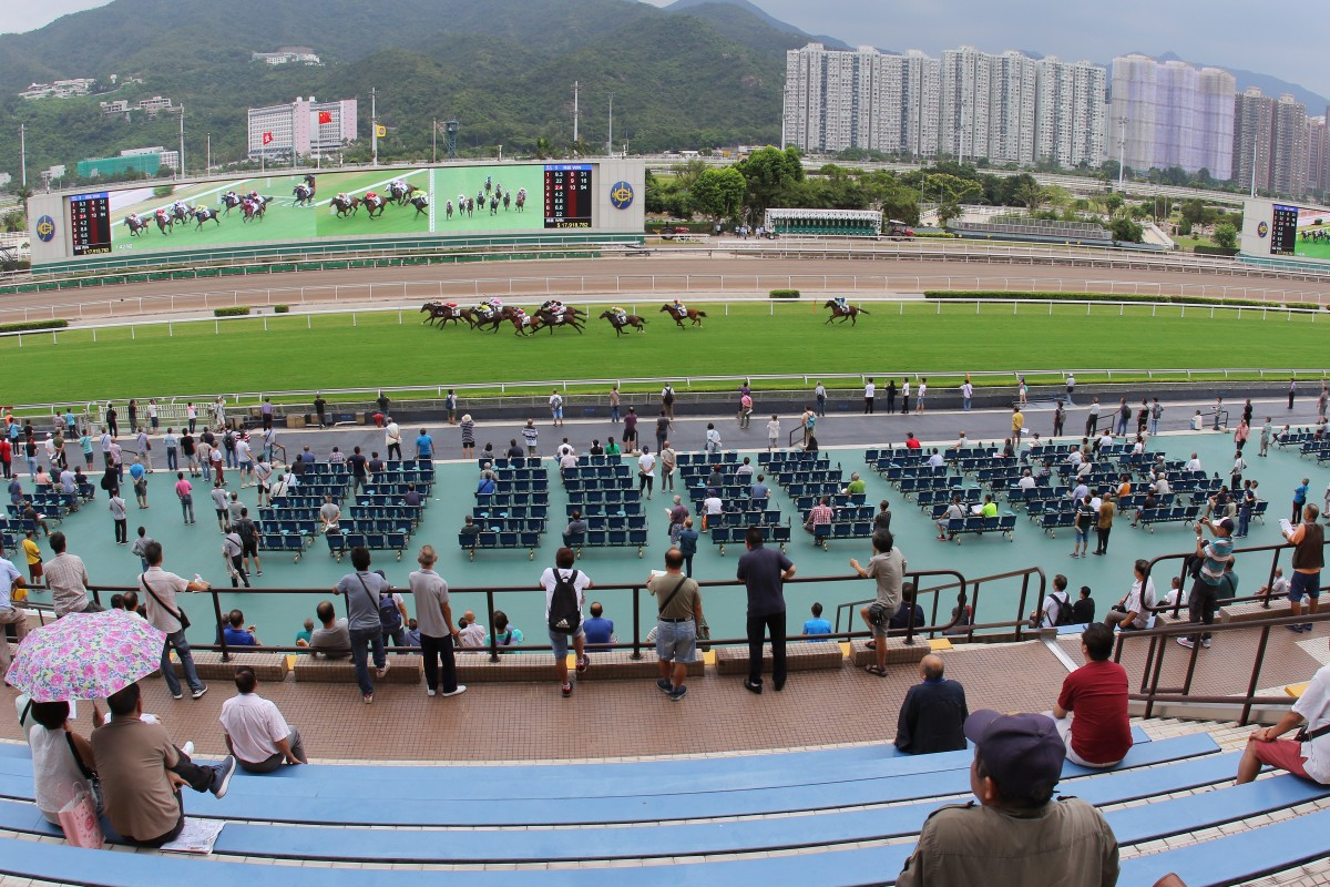 Curling Luxury races away to win in front of a tiny Sha Tin crowd. Photo: Kenneth Chan