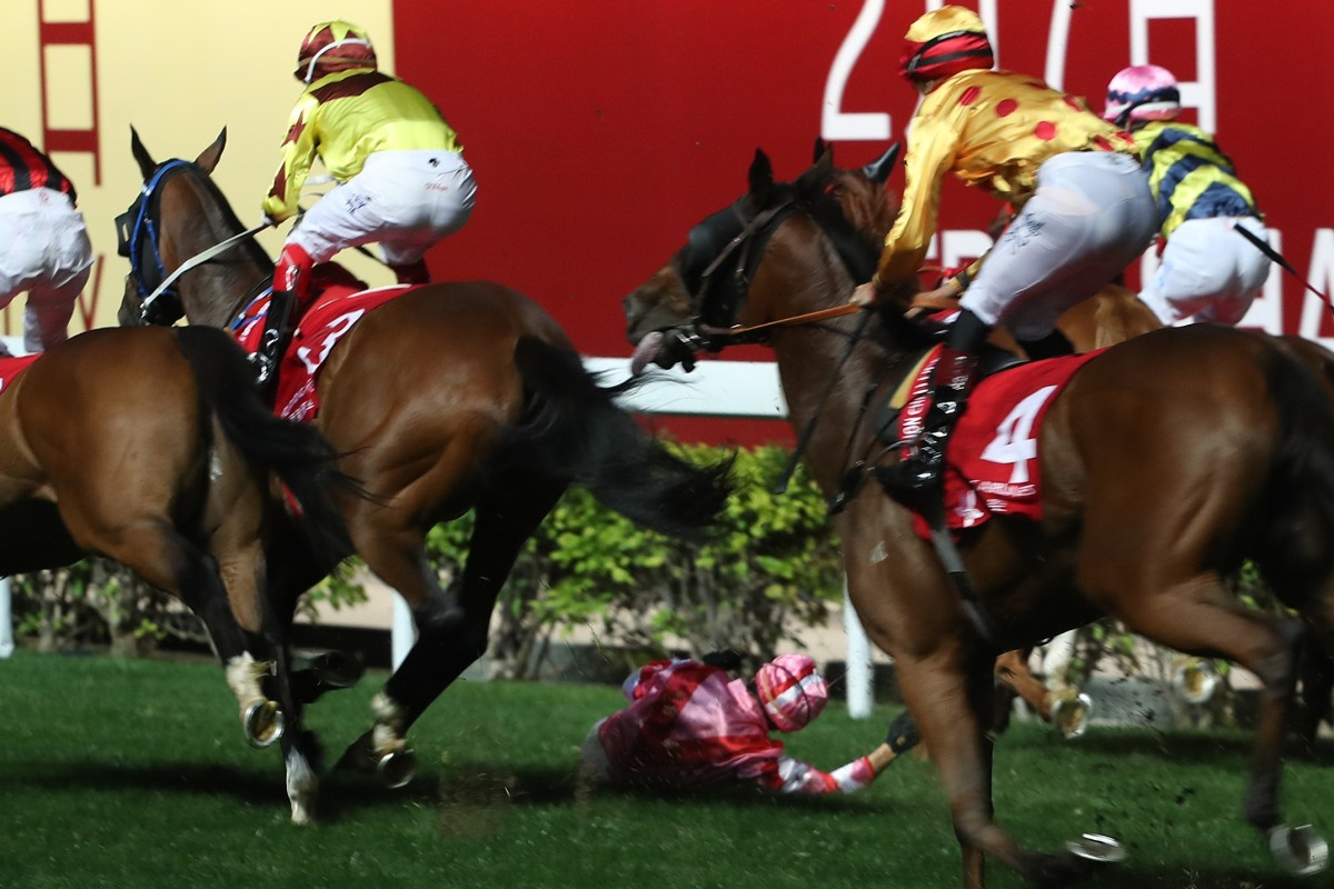 Alexis Badel falls off Simply Brilliant after winning the Group Three January Cup last year. Photos: Kenneth Chan