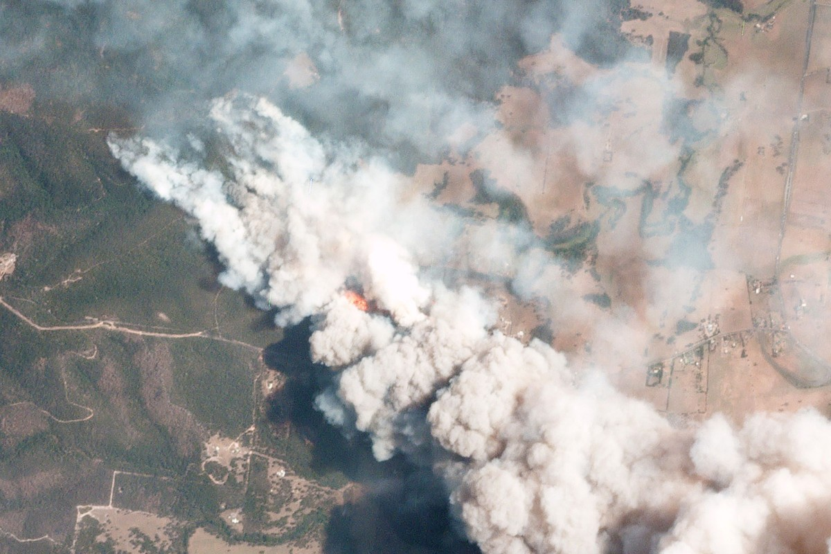 A bush fire spreads across New South Wales. Hong Kong runners are trying to raise money as the crisis grows. Photo: 2019 Planet Labs