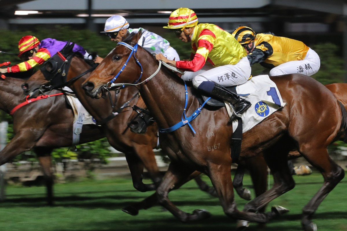 Shamport (outside) swamps his rivals to win at Happy Valley on Wednesday night. Photos: Kenneth Chan
