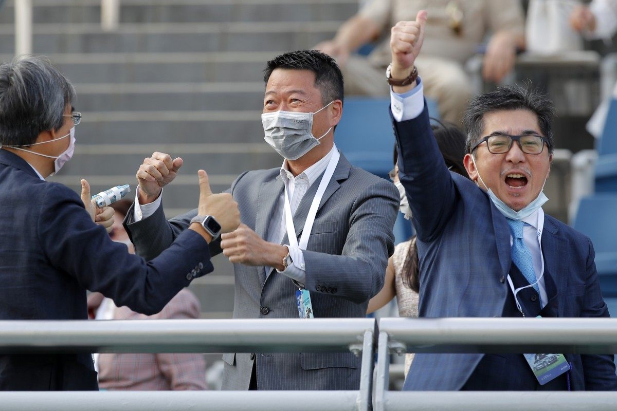 Golden Sixty's owner Stanley Chan Ka-leung (right) celebrates his victory in the Hong Kong Derby. Photos: Kenneth Chan