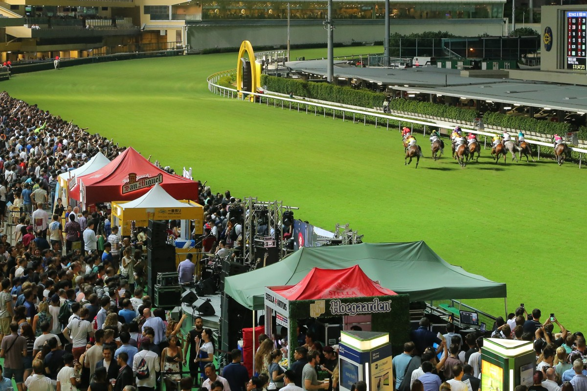 Horses race up the straight at Happy Valley. Photos: Kenneth Chan