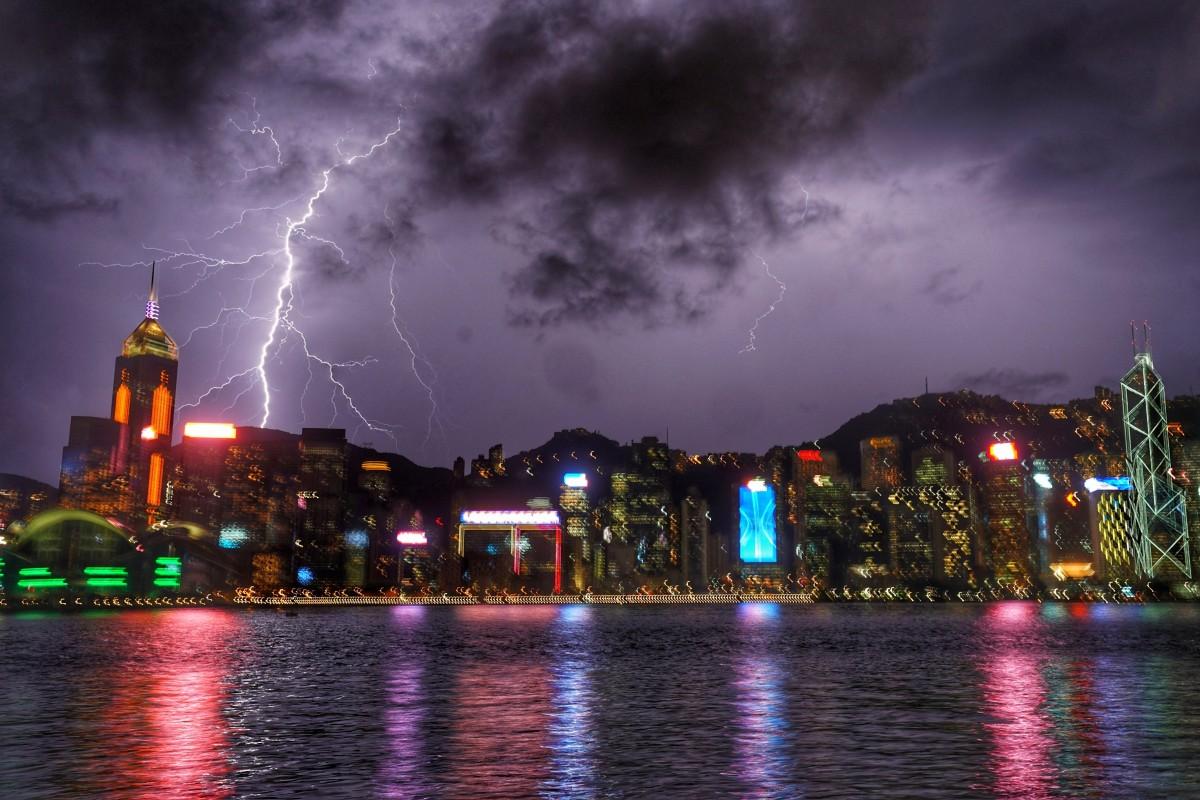 Lightning lashes Hong Kong in September. Photo: Felix Wong