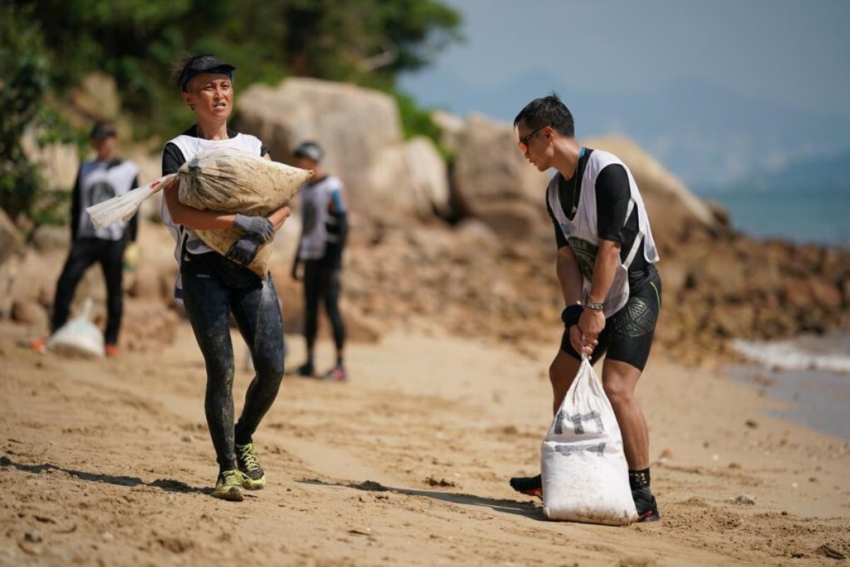 Ellen Hai-yee Lun's (left) determination to carry heavy sandbags brought a tear to the organiser's eye. Photos: Spartan Race