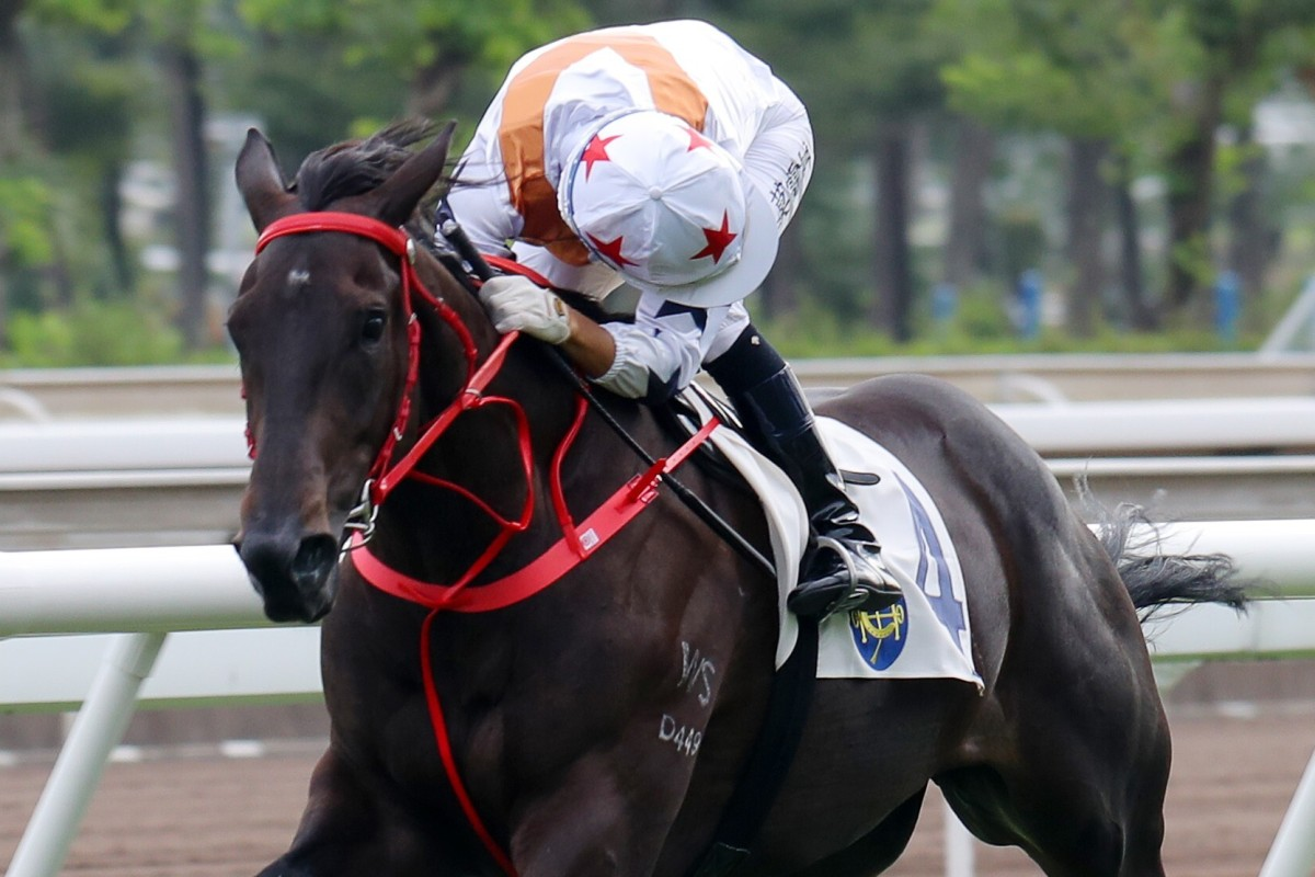 Joao Moreira looks over his shoulder as Courier Wonder cruises to a dominant debut win. Photos: Kenneth Chan