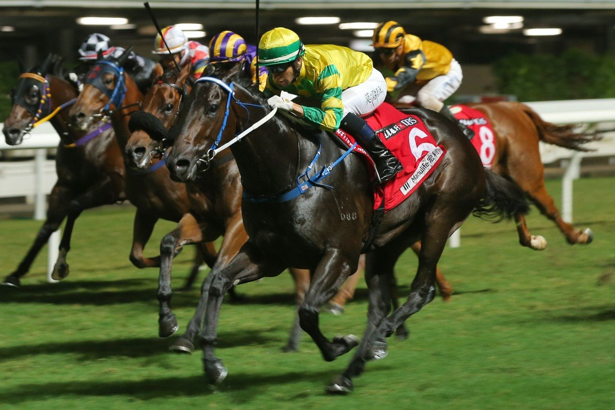 Sky Darci swamps his rivals to win at Happy Valley on Wednesday night. Photos: Kenneth Chan