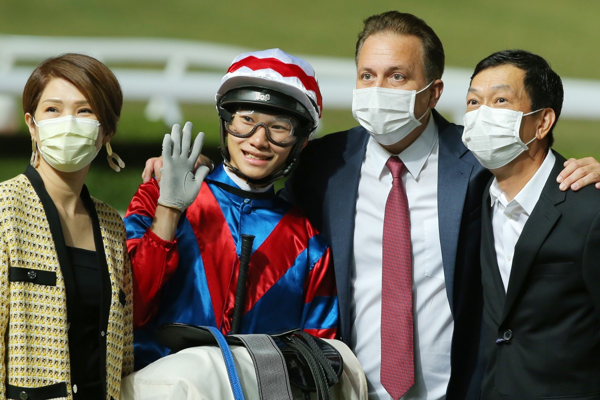 Apprentice Jerry Chau celebrates Gunnar's win on Wednesday night with connections. Photos: Kenneth Chan
