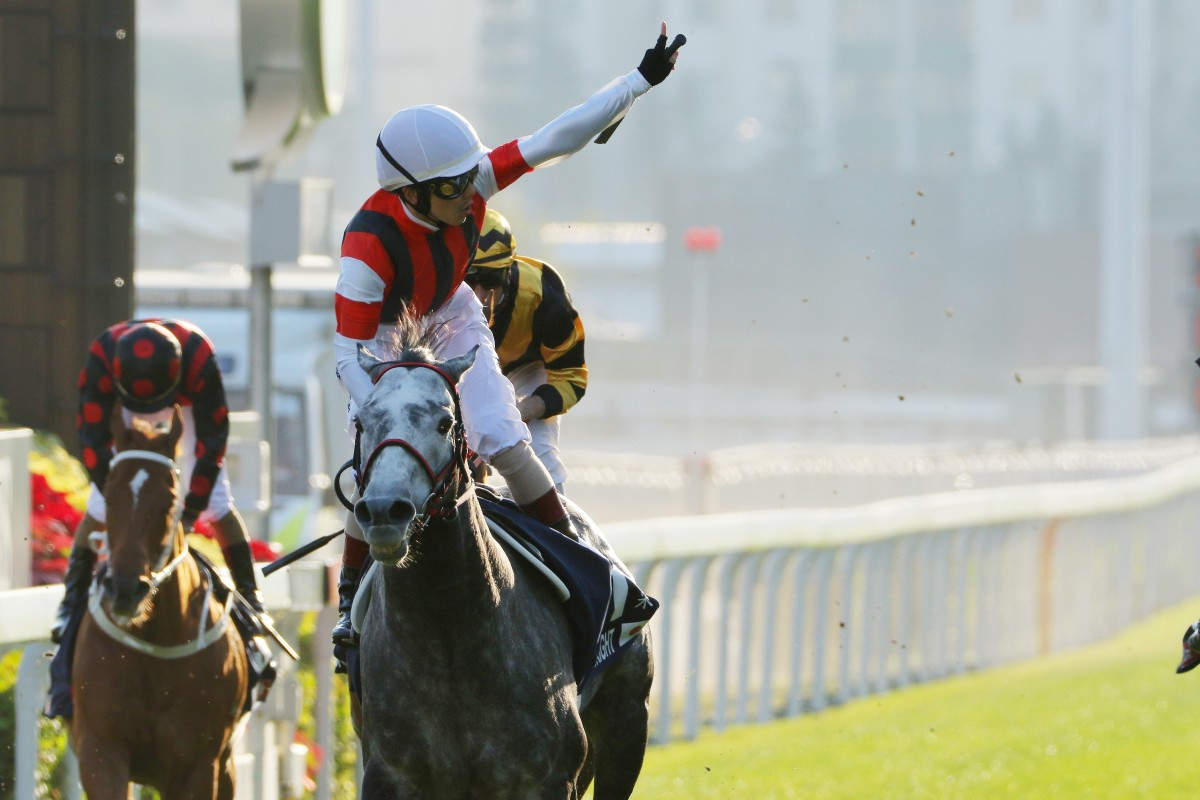 Masami Matsuoka salutes the crowd after Win Bright's win in the 2019 Hong Kong Cup. Photos: Kenneth Chan