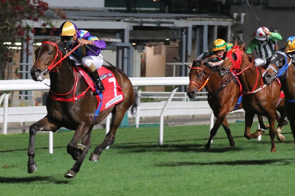 Karis Teetan pilots Charity Fun to victory at Happy Valley on Wednesday night. Photos: Kenneth Chan