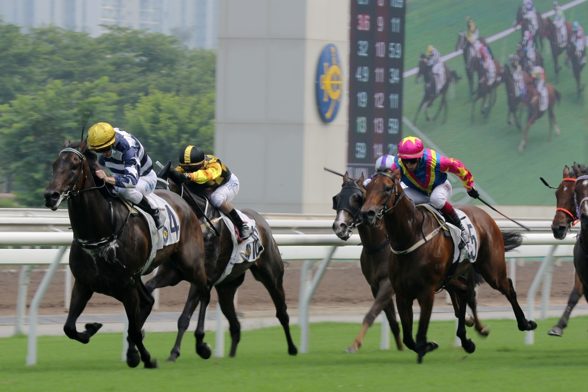 Packing Award surges to victory at Sha Tin on Sunday. Photos: Kenneth Chan