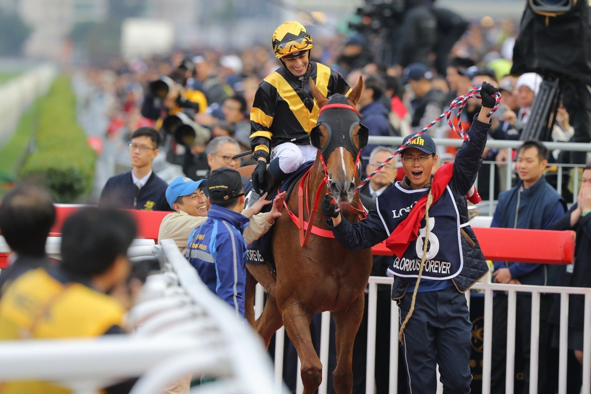 Silvestre de Sousa and Glorious Forever return to scale after winning the Hong Kong Cup in 2018. Photos: Kenneth Chan