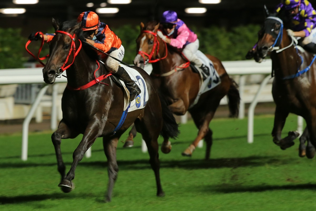 Vincent Ho guides Fa Fa to victory at Happy Valley in June. Photos: Kenneth Chan